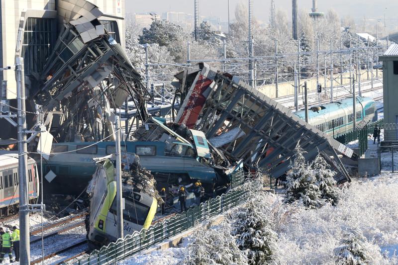 В Анкаре сошел с рельсов скоростной экспресс – семеро погибших, 46 ранено