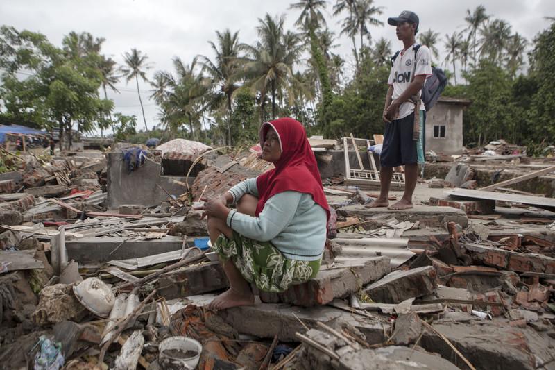 Число погибших в Индонезии достигло 430. Власти опасаются очередного цунами