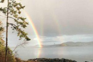 В США сняли редчайшую тройную радугу
