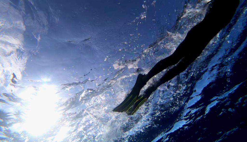 Рекорд отменяется? 51-летний француз не смог проплыть через Большое мусорное пятно
