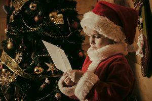Психологи выяснили, в каком возрасте дети теряют веру в Деда Мороза