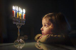 Ханука 2018:  как зажигают свечи и что готовят на праздник огней