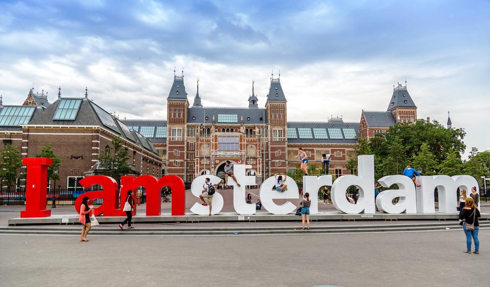 В Амстердаме демонтировали знаменитый знак (видео).Вокруг Света. Украина