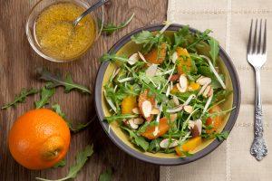 Кухни мира: салат с мандаринами и камамбером