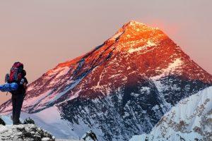 Вдовы погибших шерпов поднимутся на Эверест
