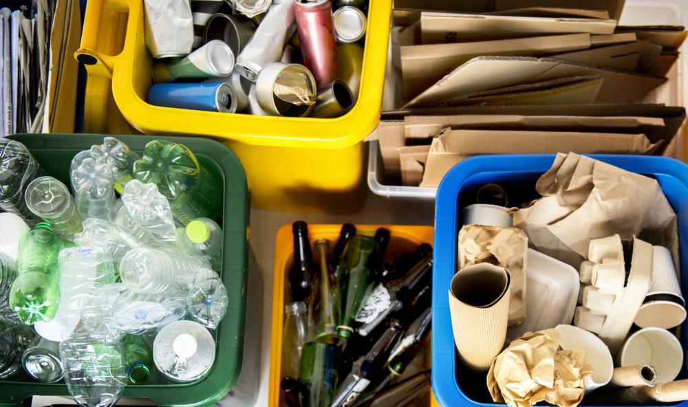 Как работает станция сортировки мусора в Киеве (видео)