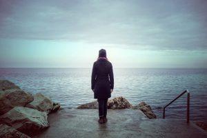 Ученые назвали три самых одиноких возраста