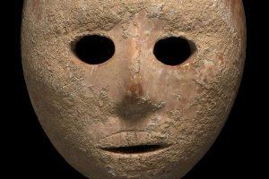 На берегу реки Иордан нашли 9-тысячелетнюю каменную маску