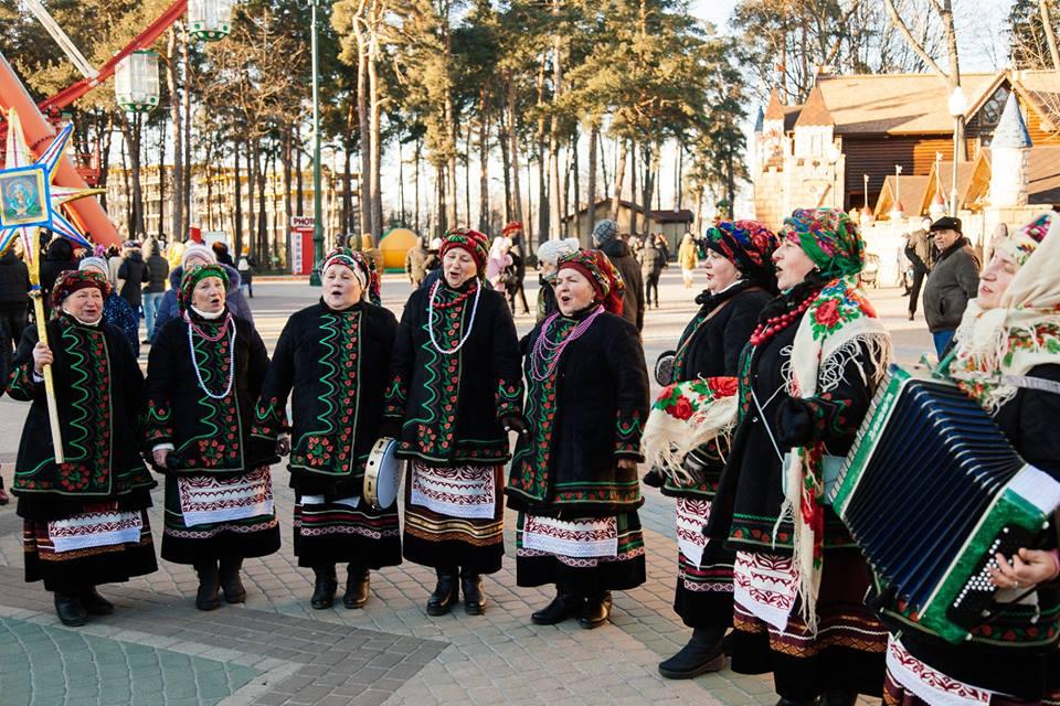 Известную колядку одновременно споют в 30 городах и селах Украины