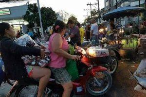 Драка за пиво: в Таиланде грузовик высыпал на дорогу 80 000 банок пива