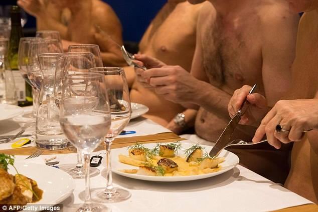 В Париже закрывают ресторан для нудистов