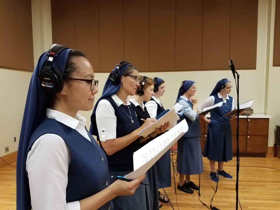 Американские монахини исполнили хит группы Queen