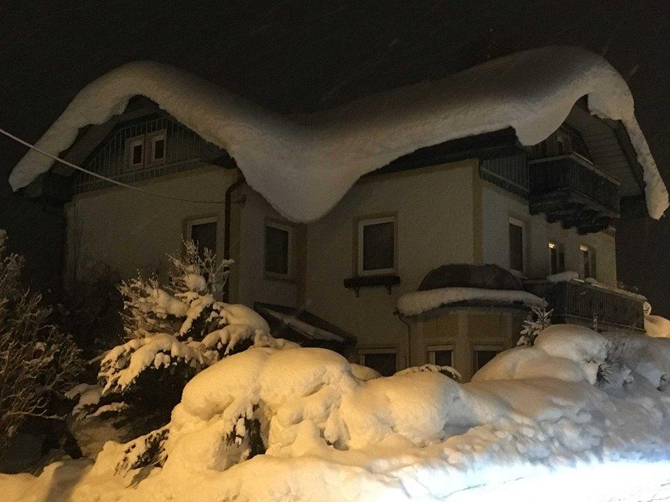 Снегопады в Европе: погибли уже 12 человек
