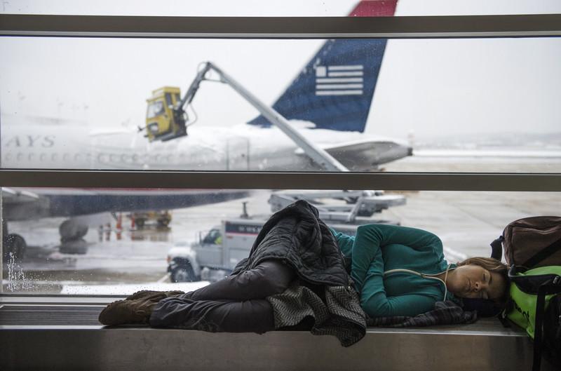 В США более 1000 рейсов отменены или задержаны из-за сильного снегопада
