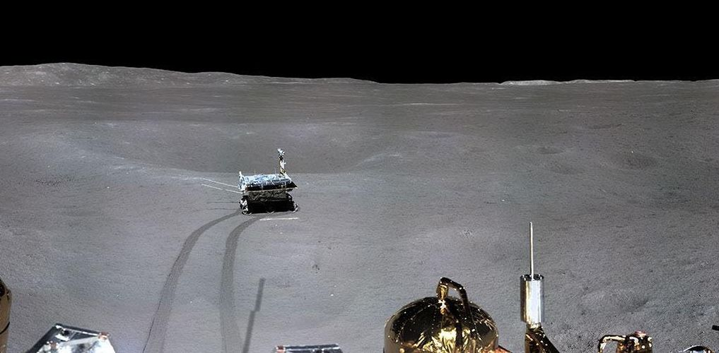 Китай показал посадку лунохода на обратную сторону Луны