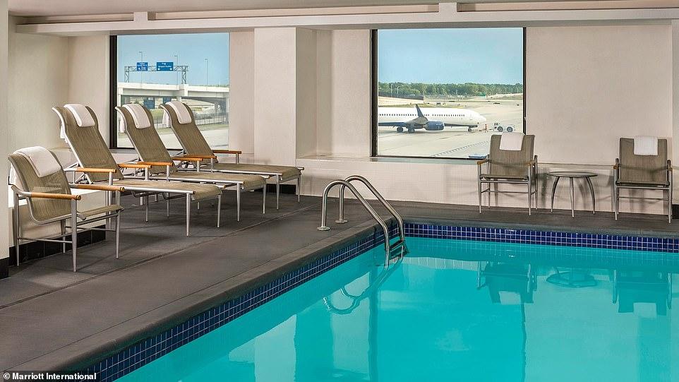 8 аэропортов мира, в которых есть бассейны 8 аэропортов мира, в которых есть бассейны 6933926 0 The Westin Detroit Metropolitan Airport a 22 1543826319981