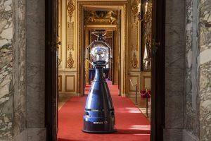 Дворец, где родился Уинстон Черчилль, взял на службу робота-гида