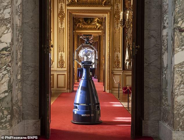 Дворец, где родился Уинстон Черчилль, взял на службу робота-гида.Вокруг Света. Украина