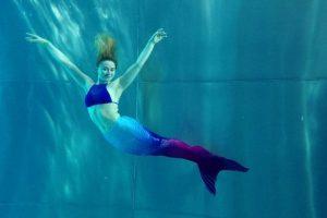 Финская русалка дает уроки плавания для взрослых