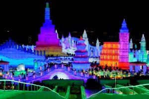 В Китае открылся крупнейший в мире ледовый фестиваль: фото