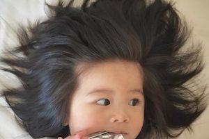 Годовалая японка с уникальной прической стала моделью