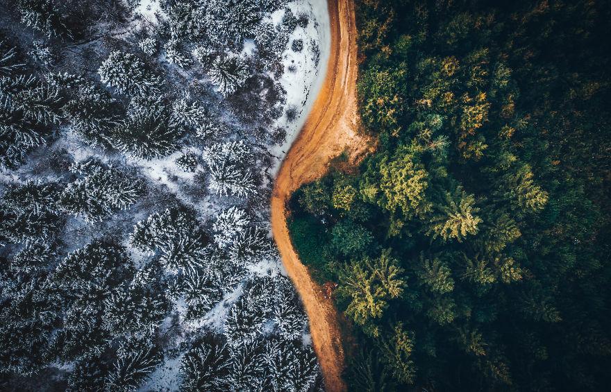 Два сезона в Трансильвании: фотограф объединил осень и зиму в одном кадре