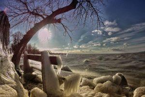 Озеро Балатон стало царством Снежной королевы