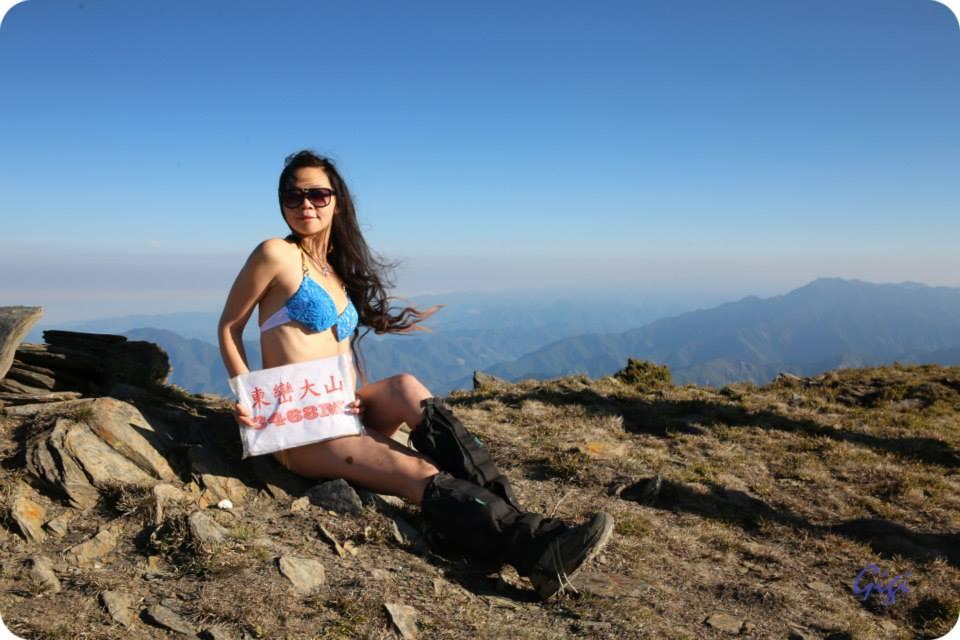 «Альпинистка в бикини» замерзла во время восхождения