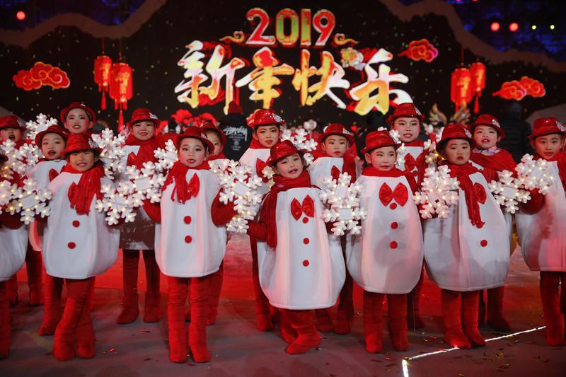 Как встретили Новый год 2019 в разных странах: фото Как встретили Новый год 2019 в разных странах: фото p 54867632