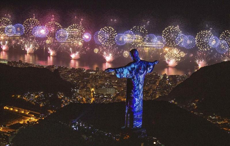 Как встретили Новый год 2019 в разных странах: фото Как встретили Новый год 2019 в разных странах: фото p 54868409