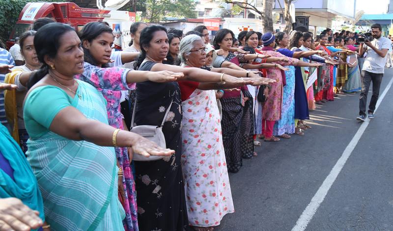 В Индии миллионы женщин выстроились в цепь.Вокруг Света. Украина