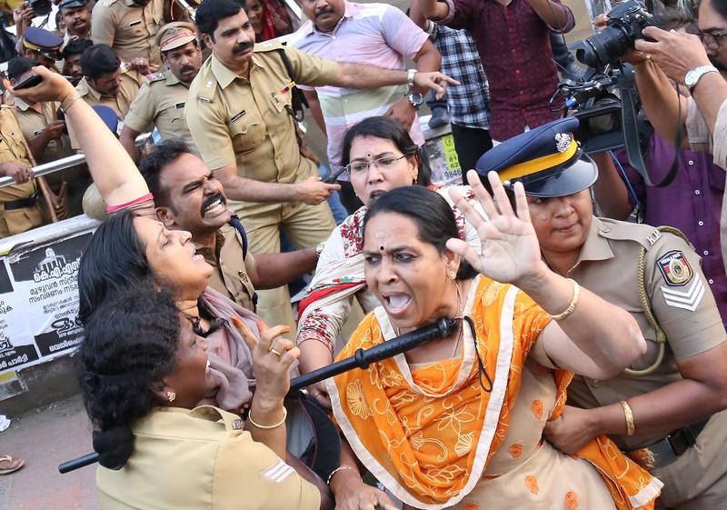 В Индии впервые за несколько веков женщин пустили в храм