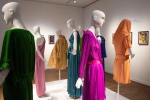 Катрин Денев продала свои платья за $1 миллион