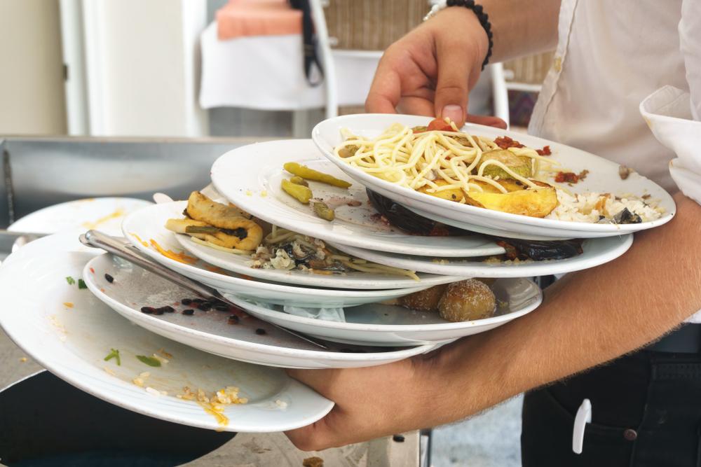 В дубайском ресторане штрафуют за объедки