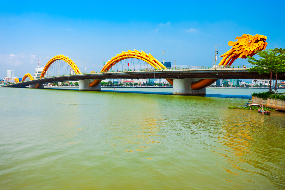 «Огнедышащий» мост во Вьетнаме