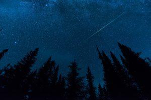 Крупный метеорит промчался над Нью-Йорком  (видео)