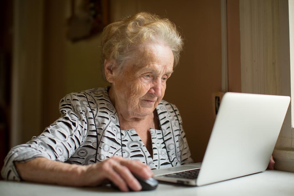 Люди старше 65 лет постят больше всего фейков