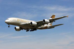 Впервые пассажирский самолет совершил рейс на топливе из растений