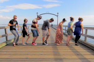 Блогер путешествует по миру, чтобы танцевать с местными