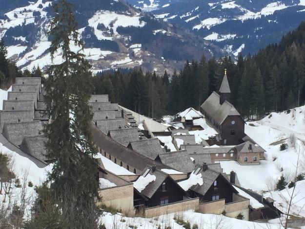 В Австрии монахинь засыпало снегом в монастыре