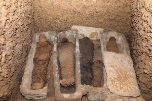 В Египте нашли семейную гробницу с мумиями, среди которых дети