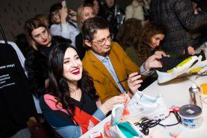 В Киеве звезд учили обновлять надоевшую обувь вместо того, чтобы выбрасывать