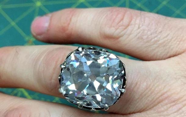 Кольцо за $13 принесло англичанке сотни тысяч