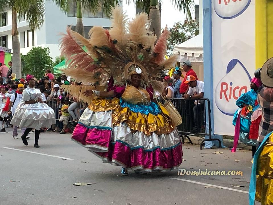 Карнавал в Доминикане: от изгнания бесов до танцев в банановых листьях