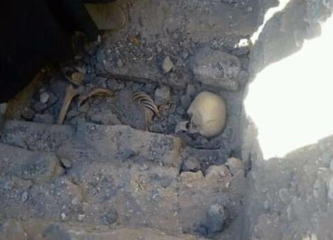 В Египте нашли скелет, сидящий рядом с могилой