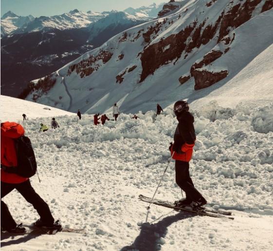 На курорте в Швейцарии сошла лавина: один человек погиб