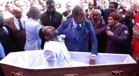 В ЮАР гробовщики подают в суд на пастора за воскрешение их клиента