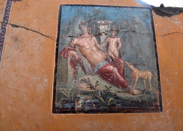 Археологи обнаружили фреску с изображением Нарцисса