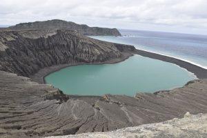 Ученые NASA впервые ступили на землю новорожденного острова