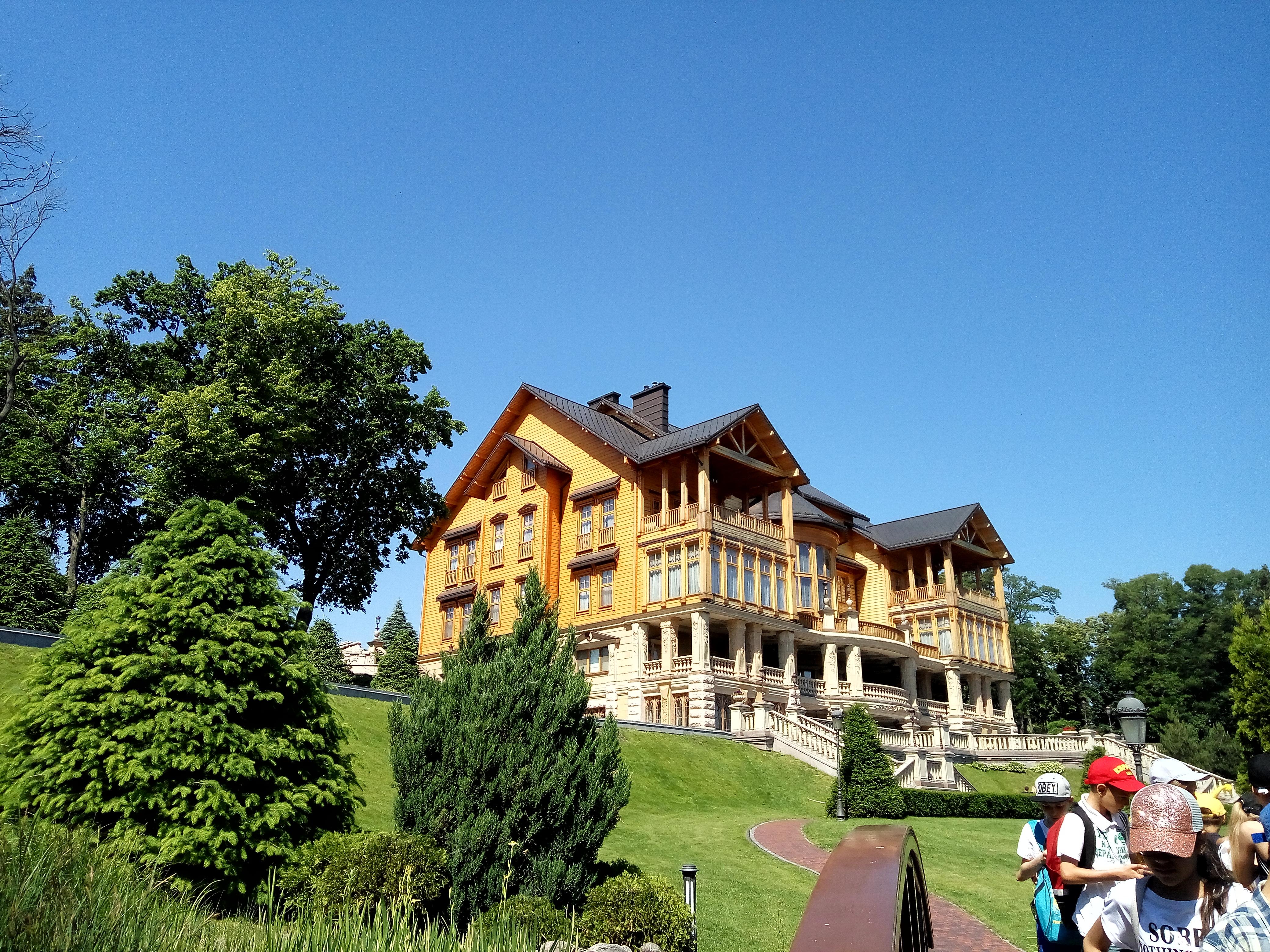 Бывшая резиденция в Межигорье: как потратить миллиард